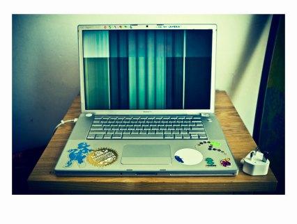 screwed screen mac apple book pro scosurf sco surf
